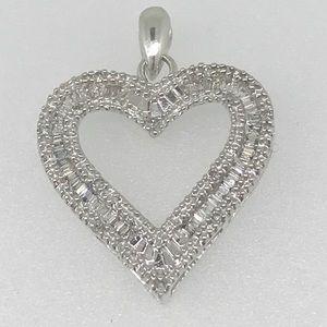 NWT .25 ctw diamond heart pendant in 10kt WG